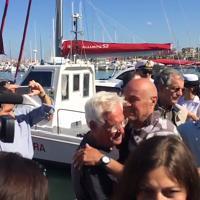 Alghero, i quattro pescatori salvati dopo il naufragio accolti dai parenti in lacrime
