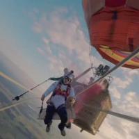 Austria, l'altalena è da record: 125 metri di fune tra due mongolfiere