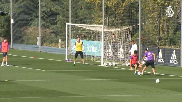 Real Madrid, Rodriguez incanta in allenamento: elastico e tunnel, il gol è un capolavoro