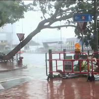 Hong Kong: la furia del tifone Haima, danni ingenti e voli cancellati