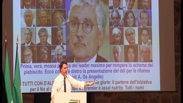 "Referendum, spunta la foto di D'Alema e Renzi scherza: ""Toglietela"""