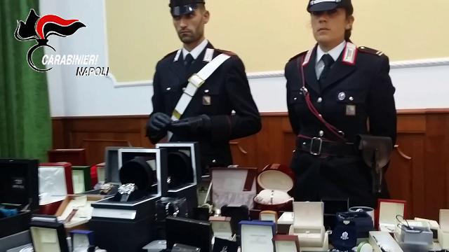 Napoli: carabinieri scoprono un tesoro a casa del boss
