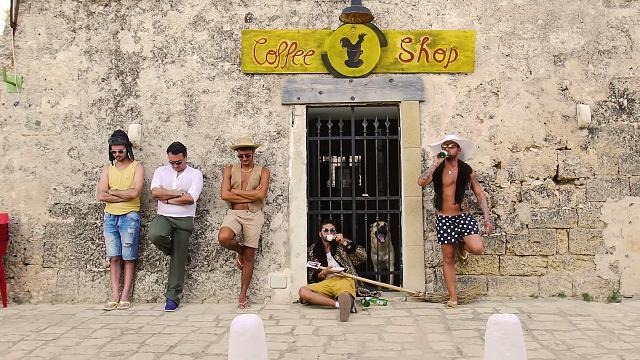 Puglia, filmino di nozze creativo: gli sposi girano remake di un videoclip di Max Gazzè
