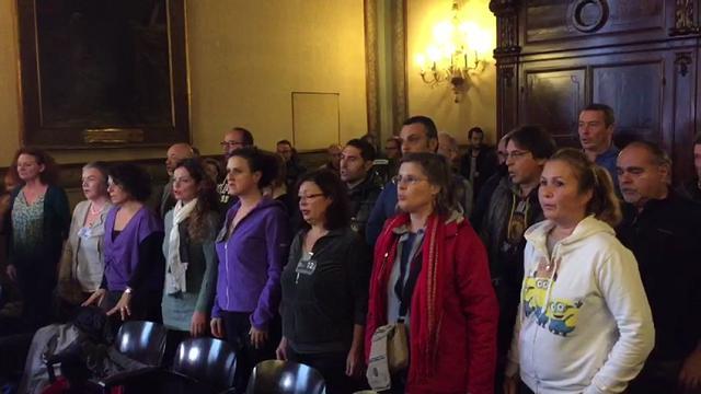 Bologna, il canto di protesta dei coristi del Teatro Comunale
