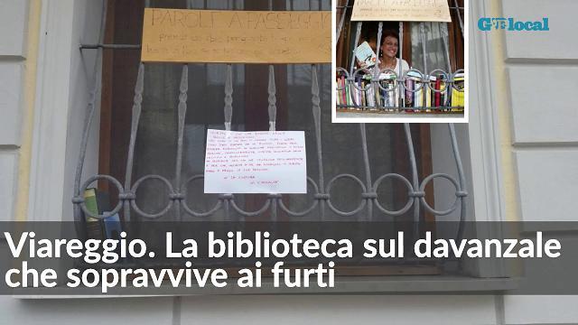Viareggio. La biblioteca sul davanzale che sopravvive ai furti