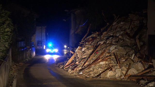 Terremoto Centro Italia, macerie e pioggia a Visso: le immagini della notte