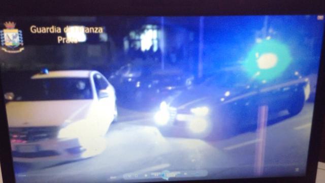 Falsi permessi di soggiorno: 15 arresti e 83 indagati - Video ...