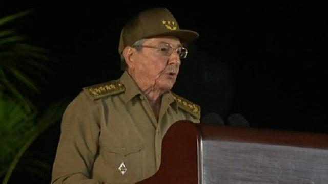 "Santiago de Cuba, Raúl Castro omaggia Fidel: ""Difenderemo il socialismo"""