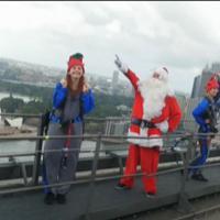Sydney:  Babbo Natale e i suoi elfi hanno scalato l' Harbour Bridge