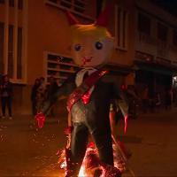 Guatemala: l'immagine di Trump-diavolo data alle fiamme