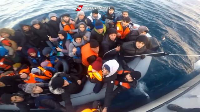 Grecia: Guardia Costiera italiana aiuta a soccorrere migranti