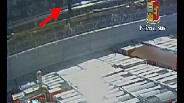 Roma, ragazza cinese uccisa: il video sui binari prima di essere investita