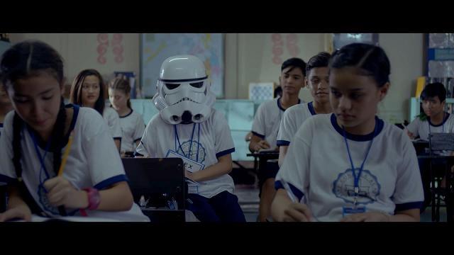 La bambina e il casco Stormtrooper: il coraggio di mostrare cosa cela la maschera