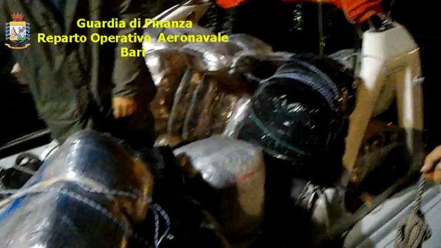 Bari, una tonnellata e mezza di marijuana su un gommone dall'Albania: tre arresti