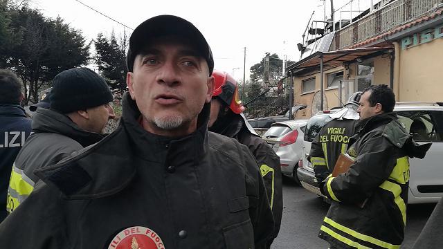 Napoli scoppia una bombola del gas un morto e cinque - Piscina ariete napoli ...