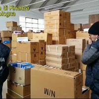 Bologna, la finanza sequestra 3.600 scarpe contraffatte