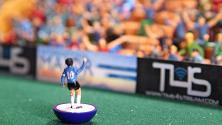 Lo storico gol di Maradona riprodotto su un campo di calcio da tavolo