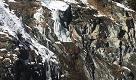 Gressoney, crolla una cascata di ghiaccio: tra i morti due toscani. I soccorsi al sopravvissuto