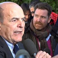 """Assemblea Pd, Bersani a Renzi: """"Se apre strada a vittoria della destra, lo vado a cercare"""""""