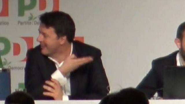 """Assemblea Pd, Emiliano: """"Nessuno vuole che Renzi non si ricandidi"""". E lui sbotta: """"Lo ha detto lui!"""""""