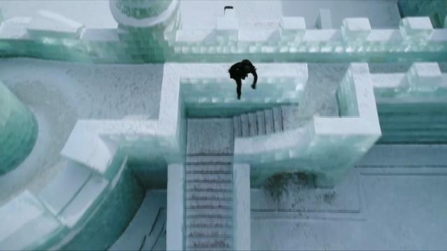 Cina, acrobazie nella città ghiacciata: l'impresa del freerunner