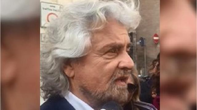 """Grillo: """"Roma non è malandata come sembra. I tassisti? Hanno ragione"""""""