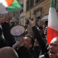 Protesta taxi a Roma: saluti fascisti davanti alla sede del Pd