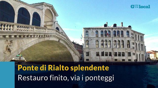 Venezia, il Ponte di Rialto torna a splendere: finiti i lavori