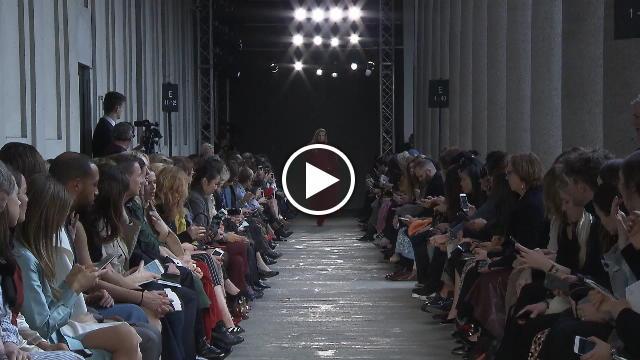Max mara  la sfilata - Video D.it Repubblica c5d61f9d120