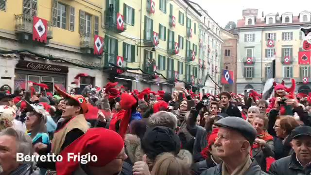 Ivrea, Carnevale 2017: Giovedì grasso, berretti frigi