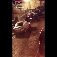 Foggia, il video incastra il piromane 51enne che dà fuoco a un'auto