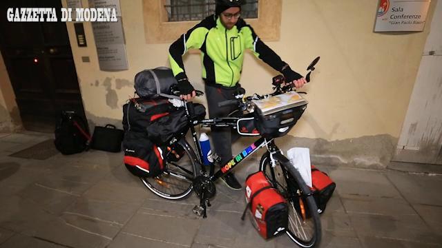 Parte da Sassuolo il giro del mondo in bici di Cherif  El Bakkali
