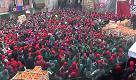 Carnevale d'Ivrea 2017, tiro di arance in Borghetto