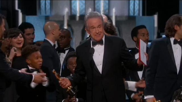 "Oscar 2017, Beatty ammette: ""Ho letto la busta sbagliata"""