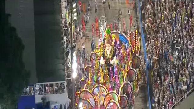 Rio de Janeiro: feriti al Sambodromo durante la sfilata