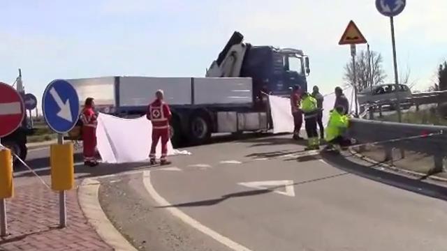 Rubiera, muore un ciclista travolto da un camion