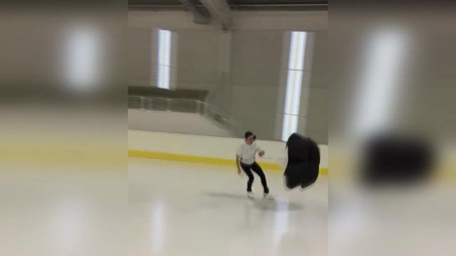 Pattinaggio, sul ghiaccio col paracadute: il durissimo allenamento di Valentina Marchei