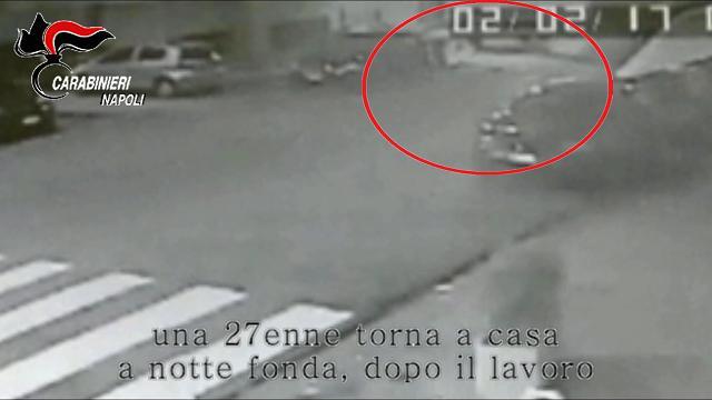 Orrore a Napoli: 27enne violentata e rapinata sotto casa dopo il lavoro