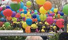 Festa di primavera alle Rodari: palloncini in cielo e nuove aule