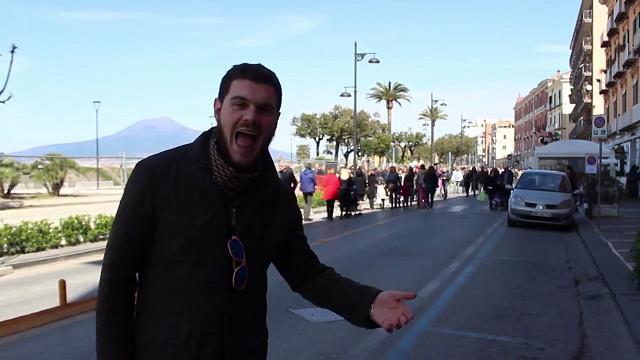 Castellammare, la parodia di Occidentali's Karma