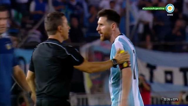 Messi, insulto gravissimo: ma l'arbitro fa finta di niente