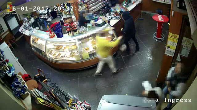 Ragusa: rapinatore spara in un bar, arrestato grazie al videocontrollo