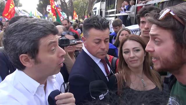 Orlando a chi lo contesta per decreto Minniti: ''Chi si fa carico dei migranti quanto noi?''