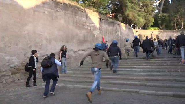 Trattati Roma, tensione al corteo Eurostop: la polizia blocca i manifestanti