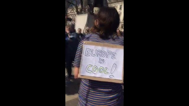 "Tra i manifestanti anti Brexit a Londra: ""Where are you from? I'm from Europe!"""