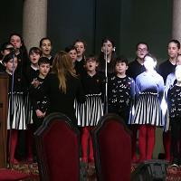 I funerali di Cino Tortorella a Milano, in chiesa l'ultimo saluto dei piccoli dell'Antoniano