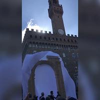 Azienda di Carrara riproduce l'Arco di Palmira: eccolo in piazza della Signoria