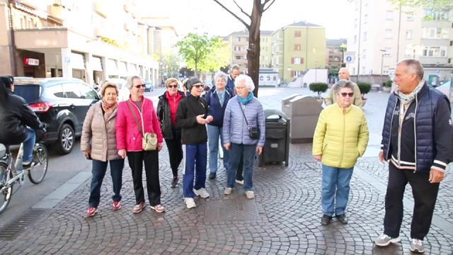 """Movimento e salute: a Bolzano per gli over 60 ci sono i """"gruppi di cammino"""""""