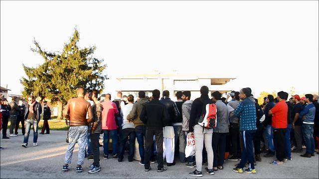 Cavarzerani, a Udine è rivolta fra i richiedenti asilo