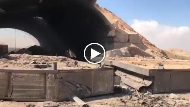 Le prime immagini della base siriana colpita dai missili for Disegni base della cabina